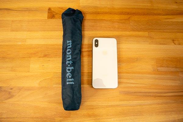 モンベル トレッキングアンブレラとiPhoneXsとの比較