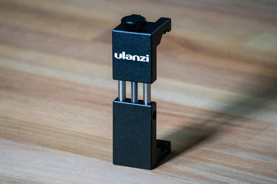 ▲アクセサリーシュー(コールドシュー)マウント付きのスマホホルダー「Ulanzi ST-02S」(クリックで拡大)